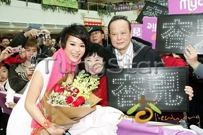 [25 January 2009] Myolie supports 240104