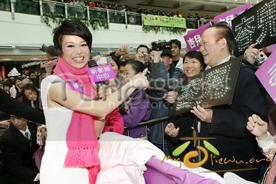 [25 January 2009] Myolie supports 240109