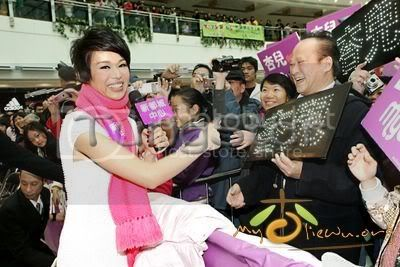 [25 January 2009] Myolie supports 240110