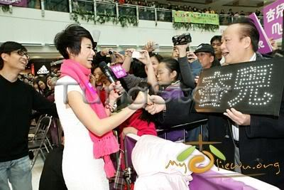 [25 January 2009] Myolie supports 240111