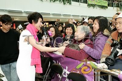 [25 January 2009] Myolie supports 240112