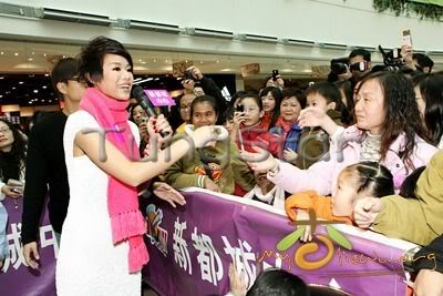 [25 January 2009] Myolie supports 240113