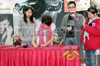 [25 January 2009] Myolie supports 240119