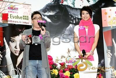 [25 January 2009] Myolie supports 240121