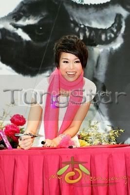 [25 January 2009] Myolie supports 240128