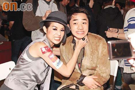 [26 December 2008] Bosco Wong and Myolie Wu Obtain Metro's 'New Stars' Award Metro02-1