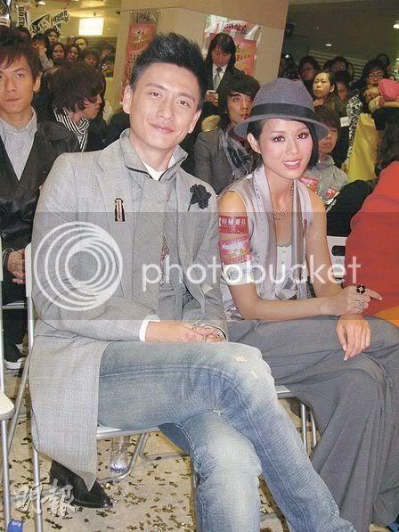 [26 December 2008] Bosco Wong and Myolie Wu Obtain Metro's 'New Stars' Award Metro05-1