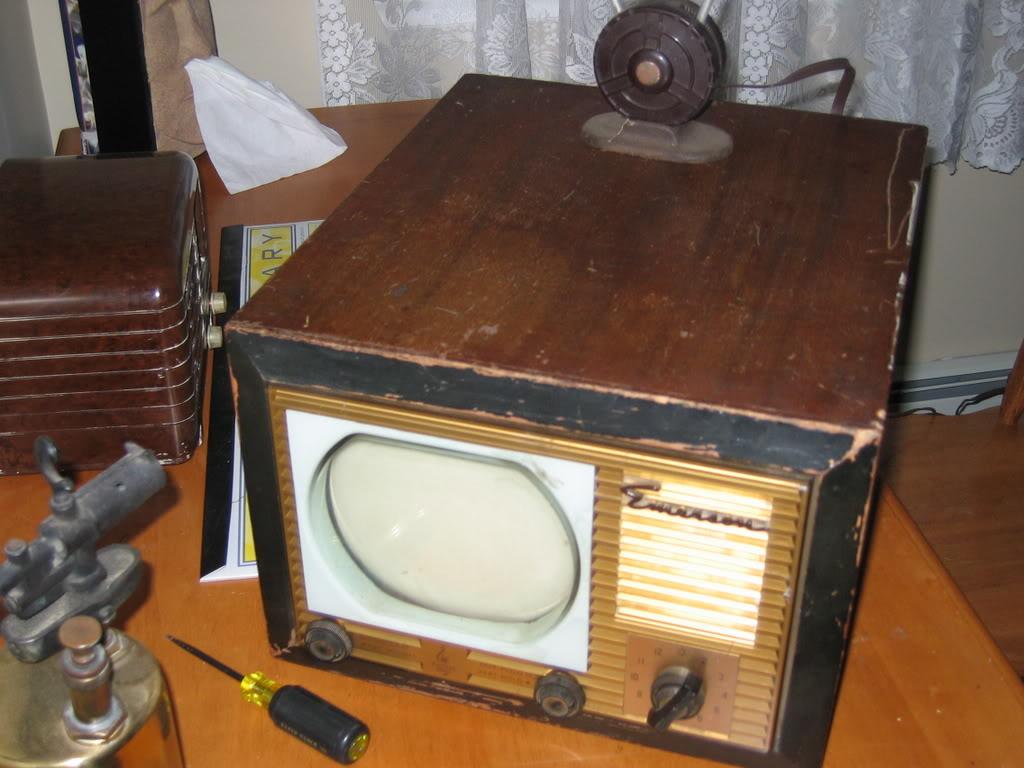 Emerson tv set...my first TVSET005