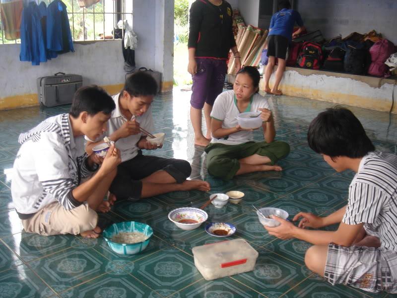 Mùa hè Tình Nguyện Khánh Sơn 2010 trường CĐSP Nha Trang DSC01828