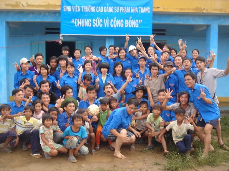 Mùa hè Tình Nguyện Khánh Sơn 2010 trường CĐSP Nha Trang DSC01885