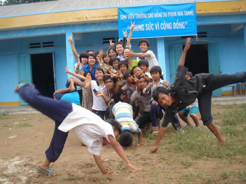Mùa hè Tình Nguyện Khánh Sơn 2010 trường CĐSP Nha Trang DSC01899