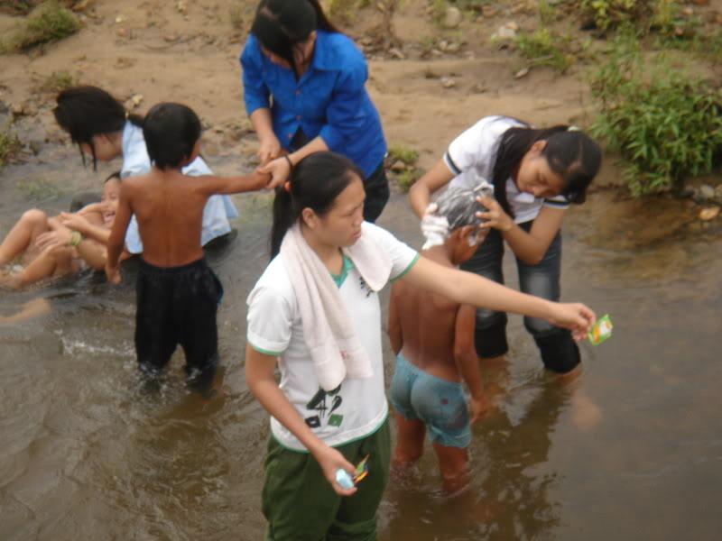 Mùa hè Tình Nguyện Khánh Sơn 2010 trường CĐSP Nha Trang DSC01907