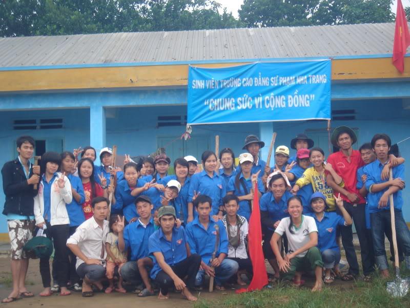 Mùa hè Tình Nguyện Khánh Sơn 2010 trường CĐSP Nha Trang DSC01945