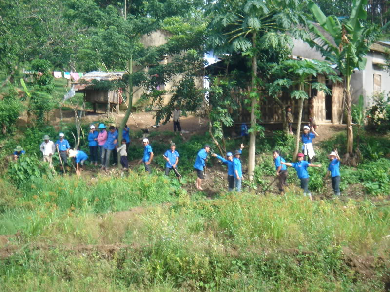 Mùa hè Tình Nguyện Khánh Sơn 2010 trường CĐSP Nha Trang DSC01970