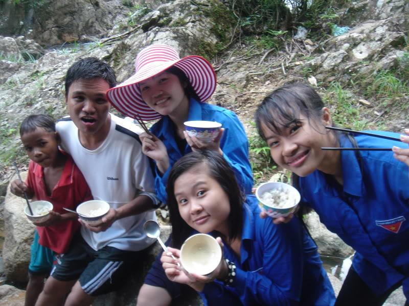 Mùa hè Tình Nguyện Khánh Sơn 2010 trường CĐSP Nha Trang DSC01993