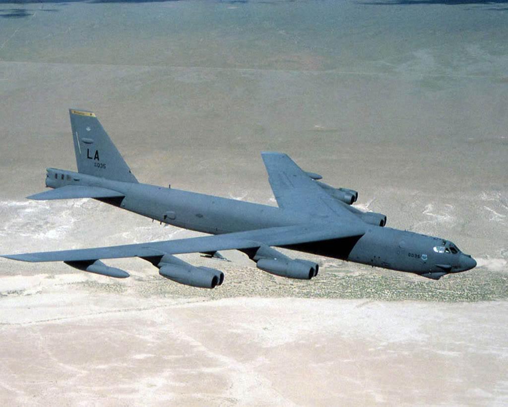 القاذفة Stratofortress  B-52 B522