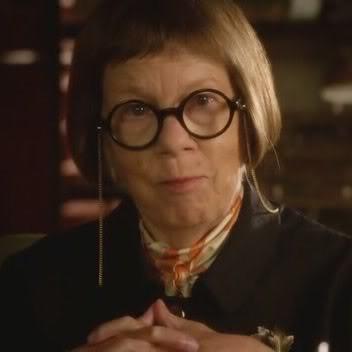 """Henrietta """"Hetty"""" Lange (Linda Hunt) H14"""