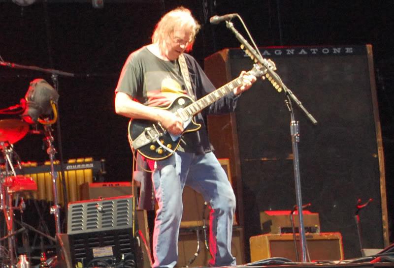Neil Young - 27/06/09 Hyde Park Neil8