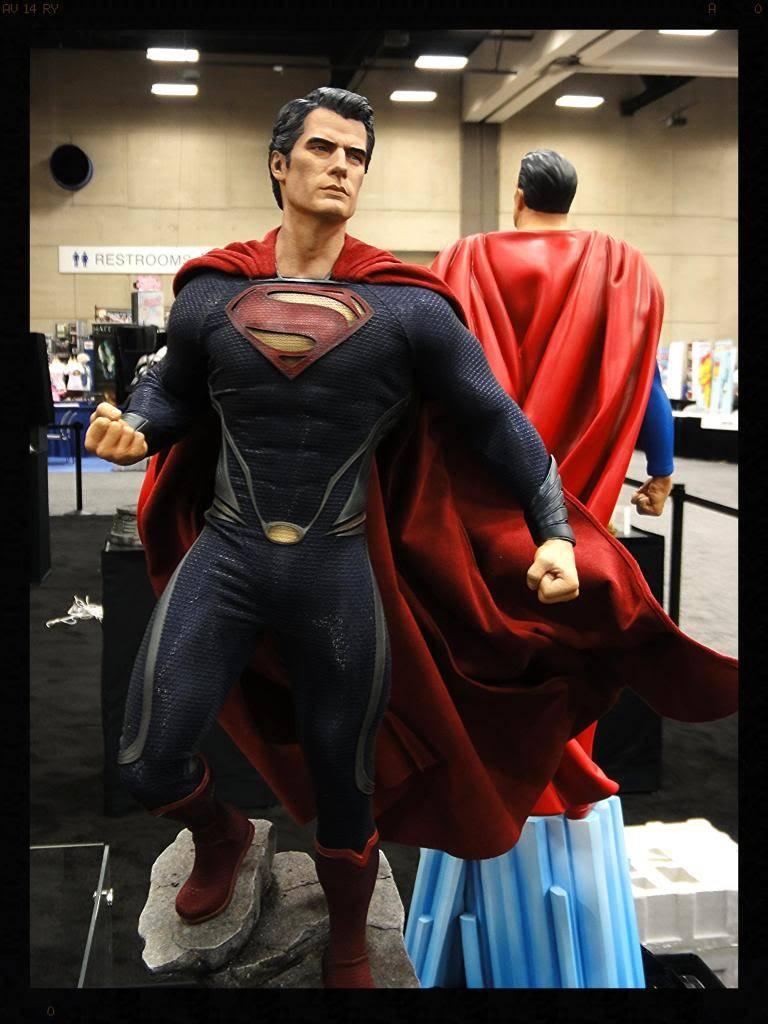 MAN OF STEEL SUPERMAN PREMIUM FORMAT FIGURE DSC05977