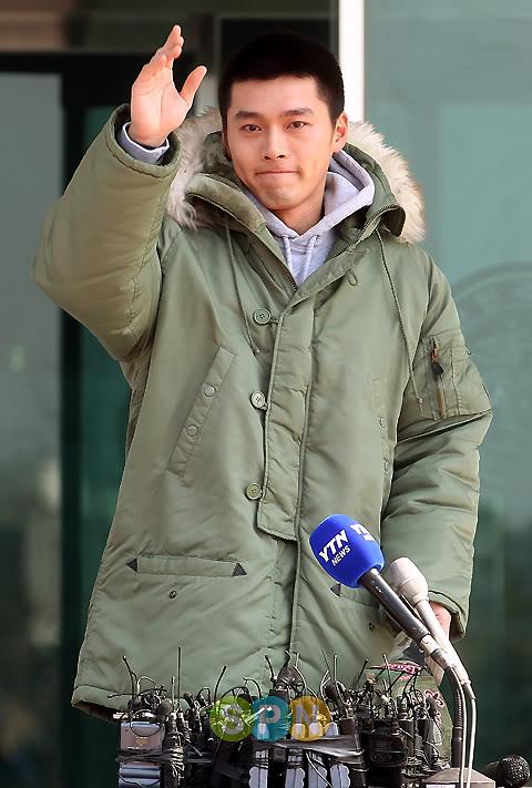 Hyun Bin partió a la mili, con lágrimas en los ojos 9c1fa54be5961da483025c51-1