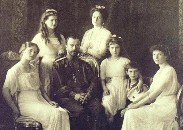 El final de los Romanov Nicolas-II_Familia-Imperial