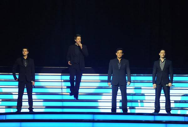 An Evening With Il Divo Tour 2009   Pics, Reports & Videos  (London O2 Feb 27, 2009) 56866687fara190336200925926AM