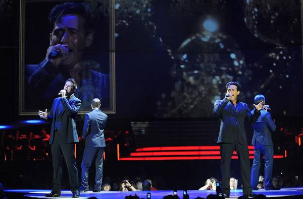 An Evening With Il Divo Tour 2009   Pics, Reports & Videos  (London O2 Feb 27, 2009) 56866747fara190336200930116AM