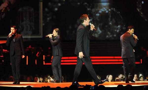 An Evening With Il Divo Tour 2009   Pics, Reports & Videos  (London O2 Feb 27, 2009) 56866758fara190336200930029AM