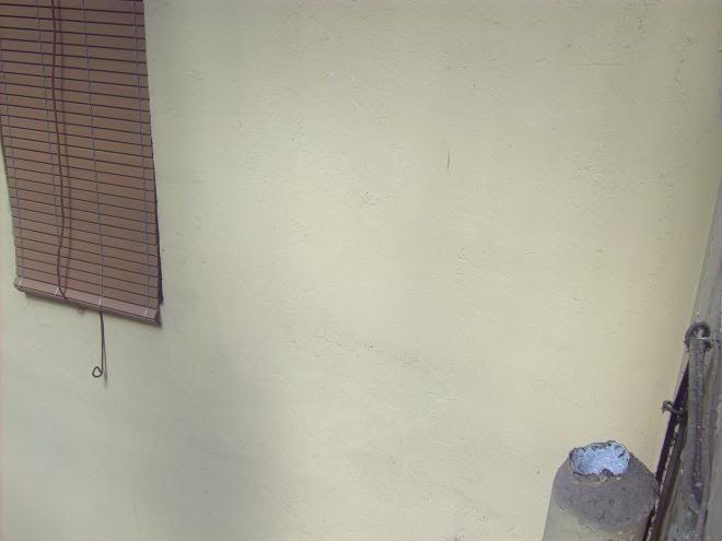 Humedad en el muro del 2º 2ª zona caja de escalera Rematebajanteyventana