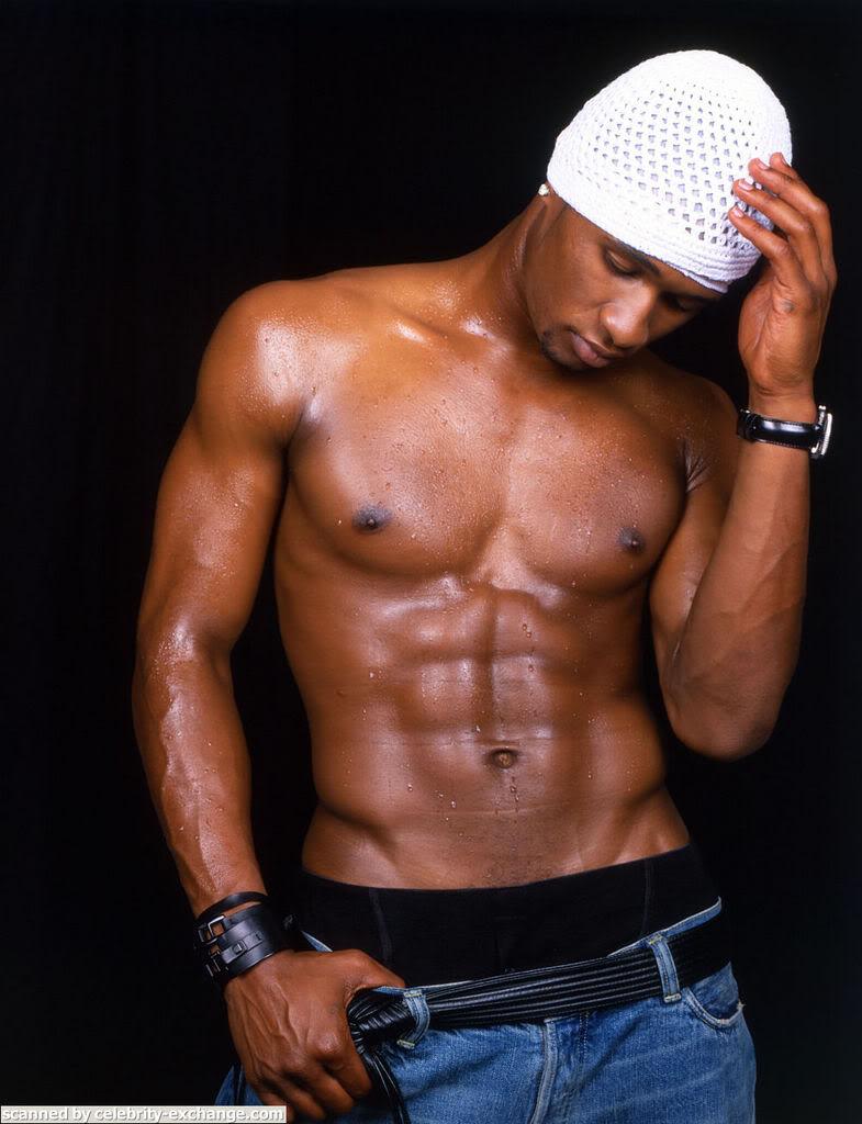 VH1: Los 100 artistas mas sexies. Christina Aguilera en el video promocional. Usher-04