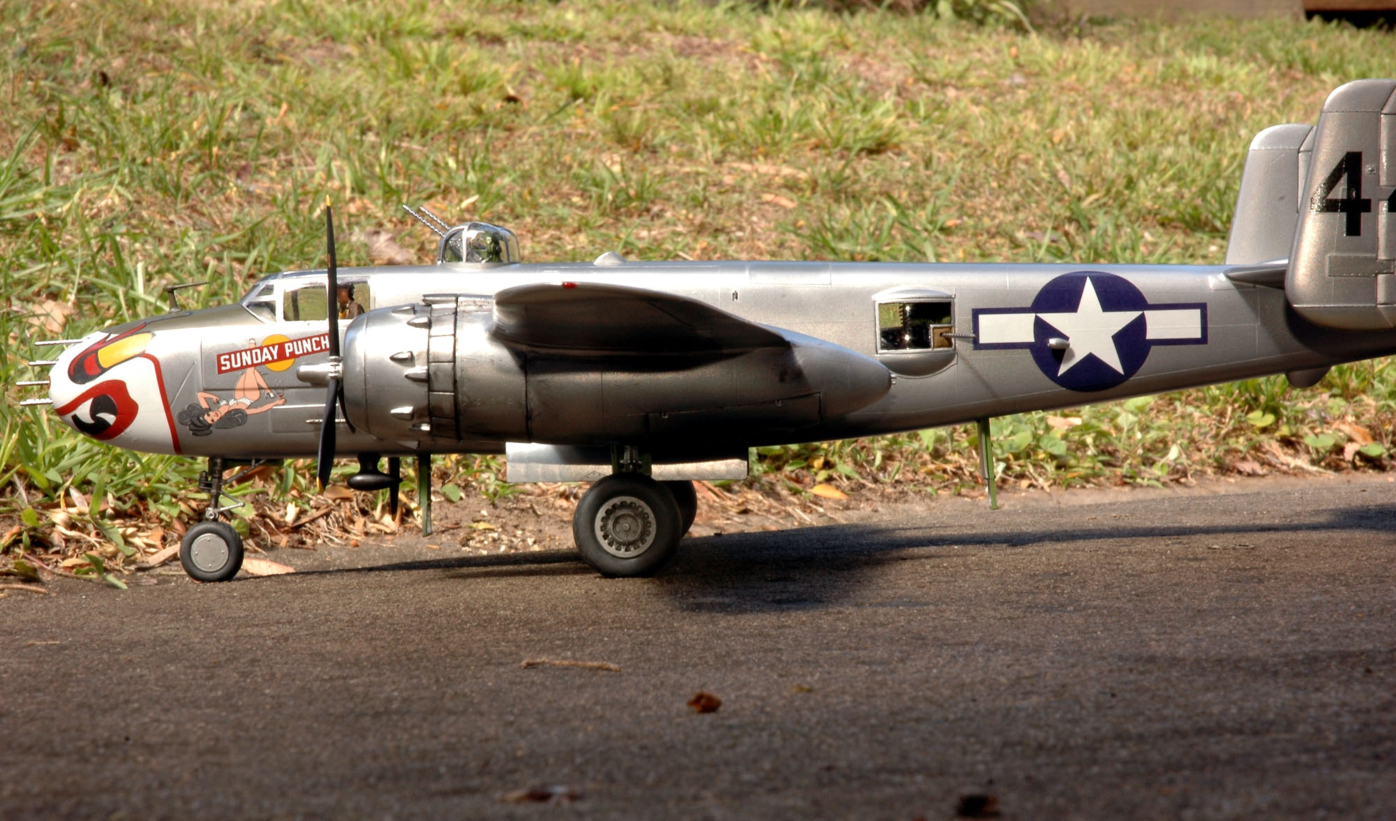 Revell 1/48 Mitchell B-25J Gun Nose DSC_7307xos