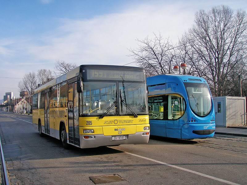 Samoborček i Autoturist P2150062res