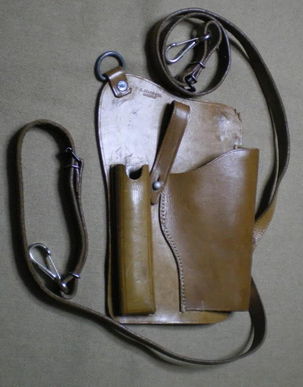 Etuis d'épaule pour Luger P 08. Holstersuspentedepoitrine