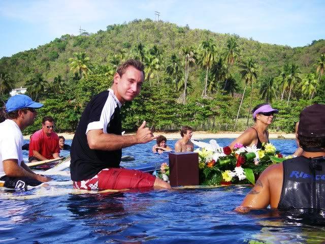 *Fotos del paddle out en Tres Palmas* IMGP2903
