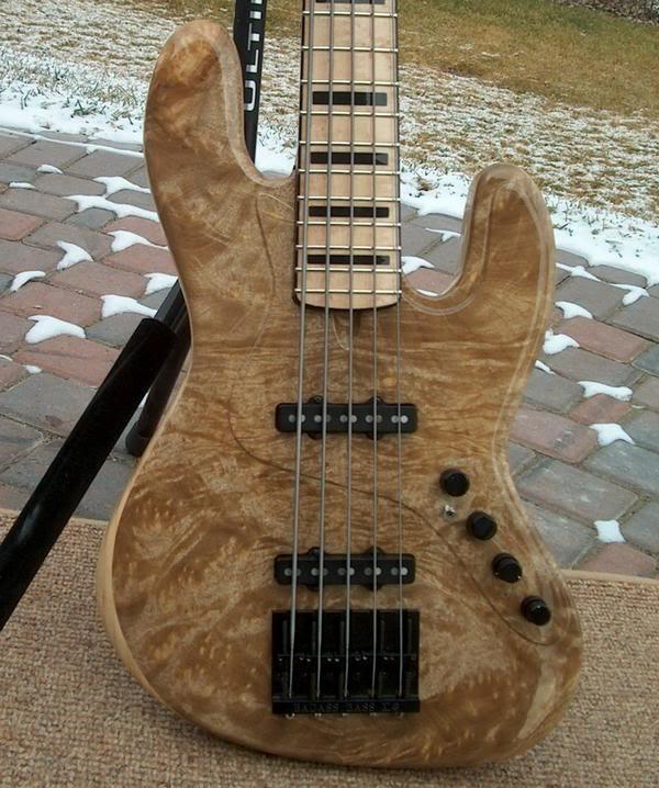 Fotos de Jazz Bass e Precision Customizados L_46d8a38e859af1cef63b3efe839a7e3b