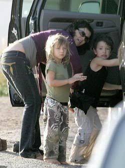 U2 and family Zali_boys