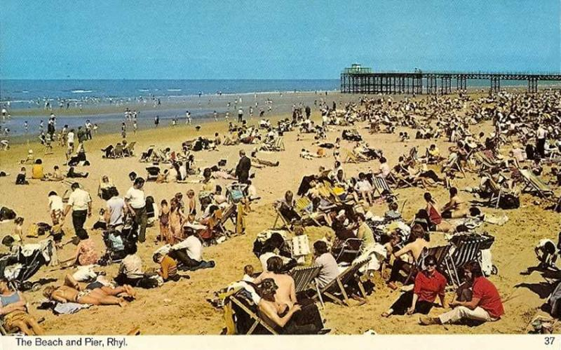 If only this was still there Flintshire20Rhyl20Beach20and20Pier201970s