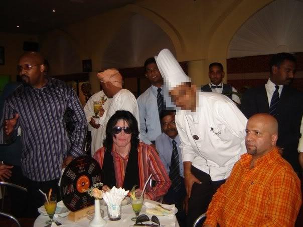 Immagini Michael Jackson che mangia e beve. - Pagina 2 N1291219640_30101764_7090a