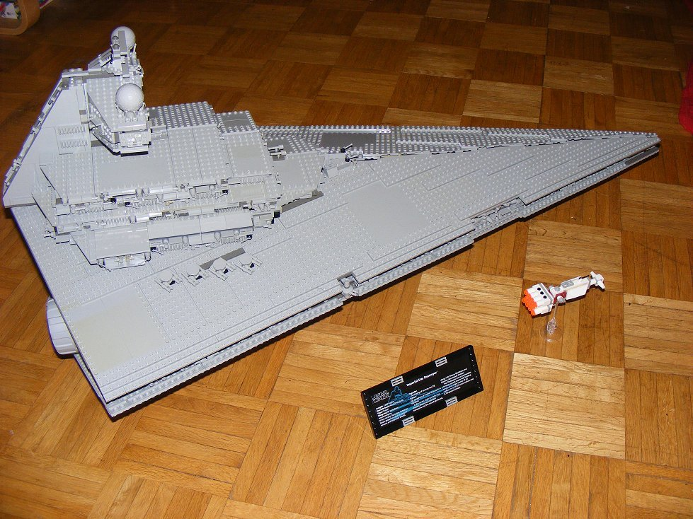 Lego UCS 10030 Star Wars Imperial Star Destroyer 10030-30_zps2jw1dxsl