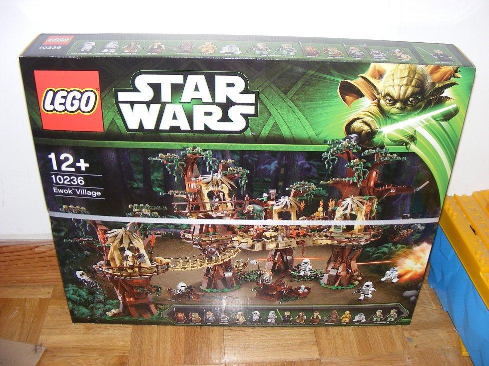 Lego Star Wars 10236 Village des Ewoks 10236-01_zpseuoky0cz