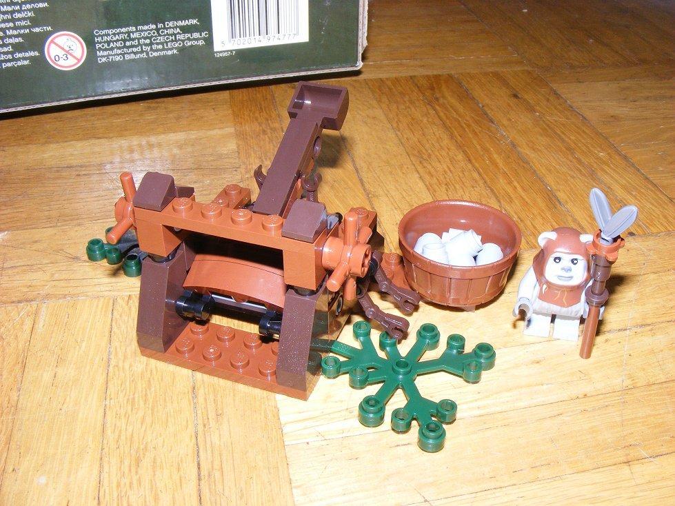 Lego Star Wars 10236 Village des Ewoks 10236-08_zpsde2dvzba