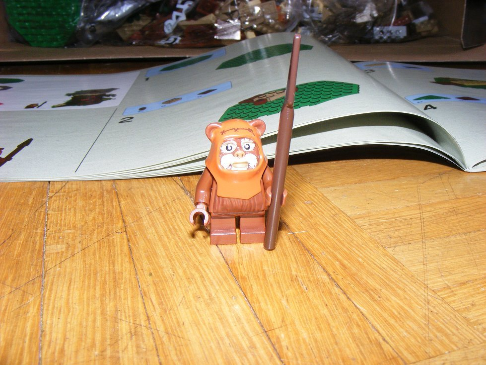 Lego Star Wars 10236 Village des Ewoks 10236-09_zps2rkt3qaa