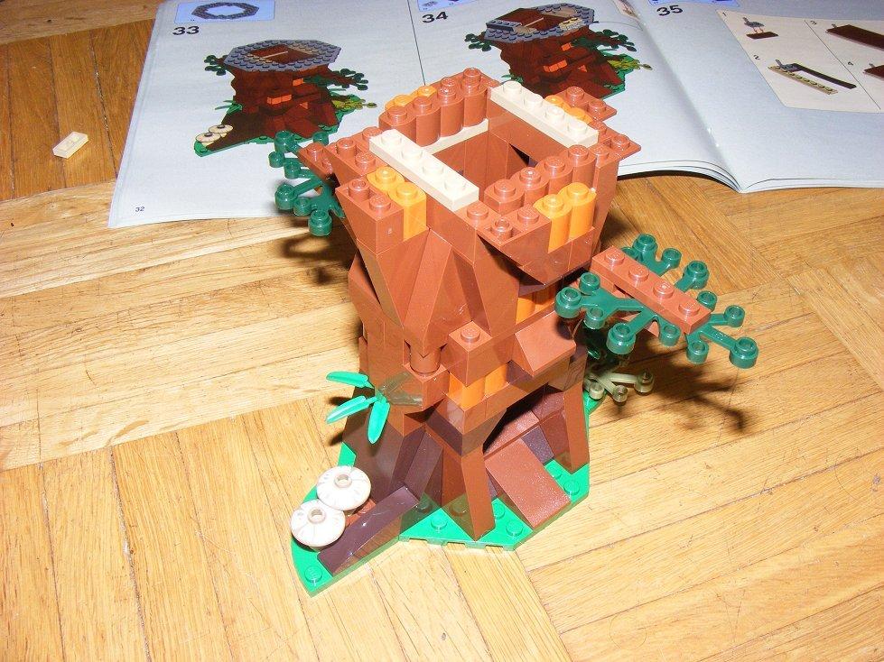 Lego Star Wars 10236 Village des Ewoks 10236-14_zpsloyrtgfd