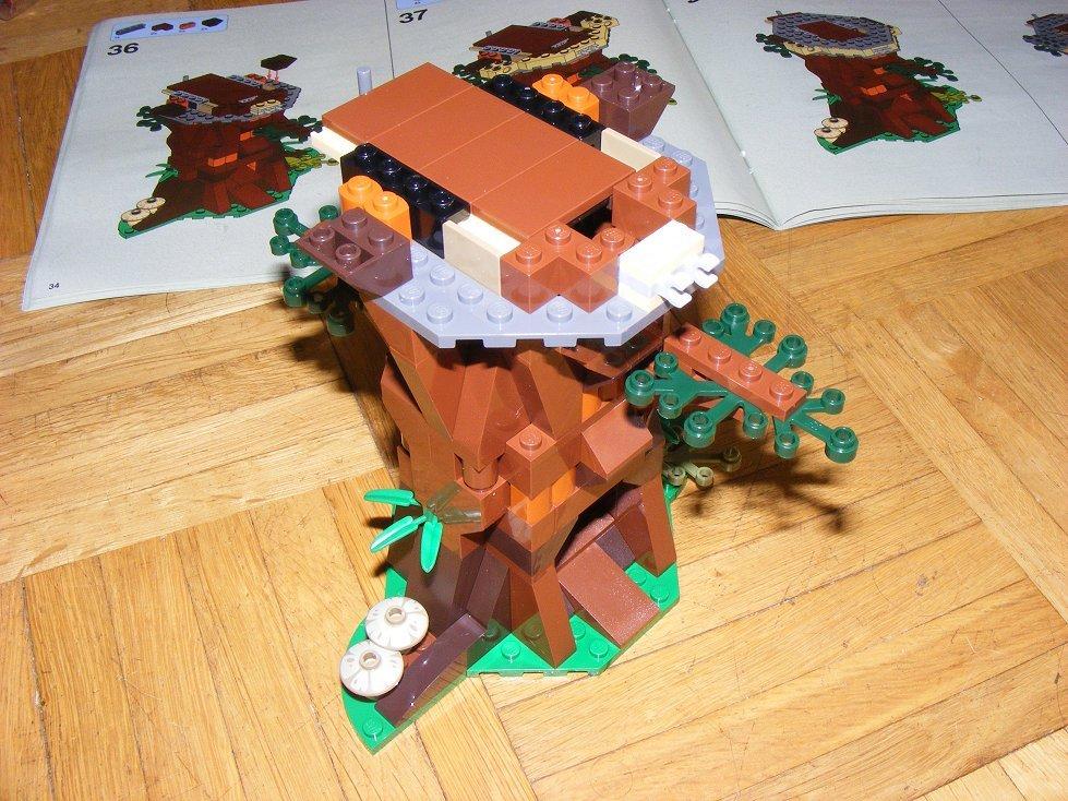 Lego Star Wars 10236 Village des Ewoks 10236-15_zpsdqew4tph