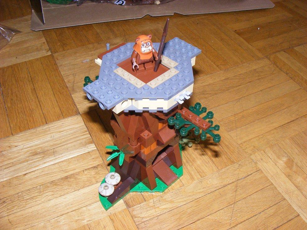 Lego Star Wars 10236 Village des Ewoks 10236-16_zpsveiisiam