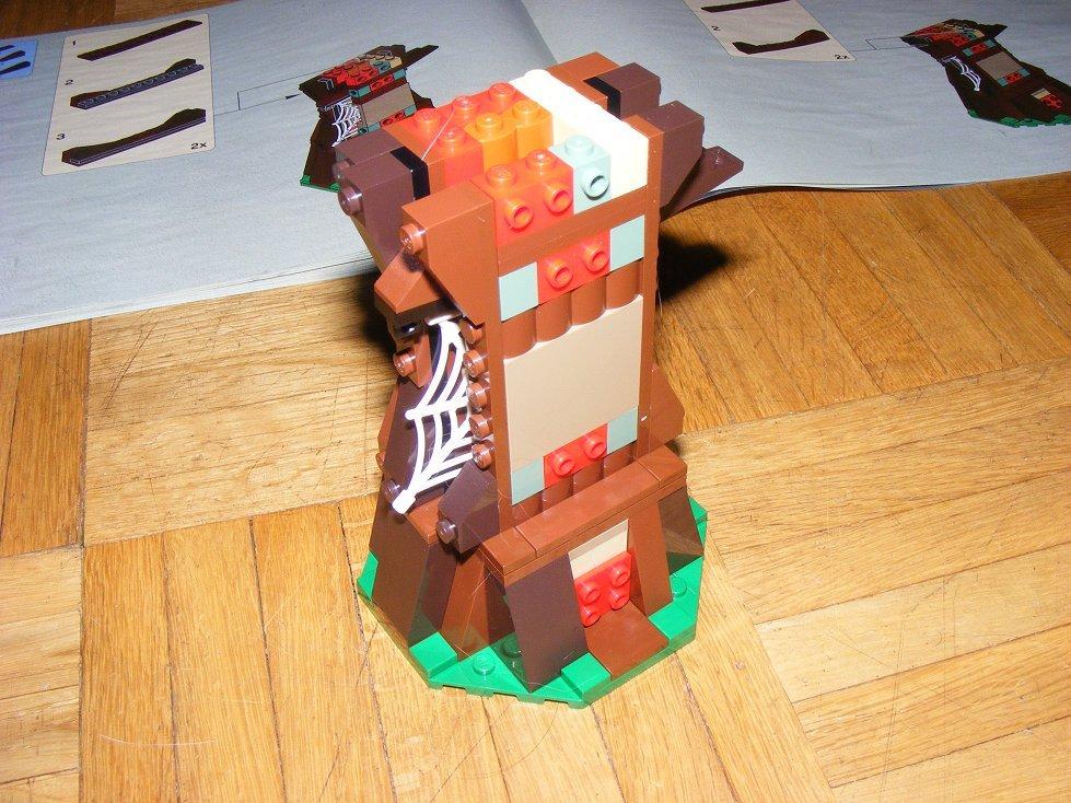 Lego Star Wars 10236 Village des Ewoks 10236-45_zpspylbaden