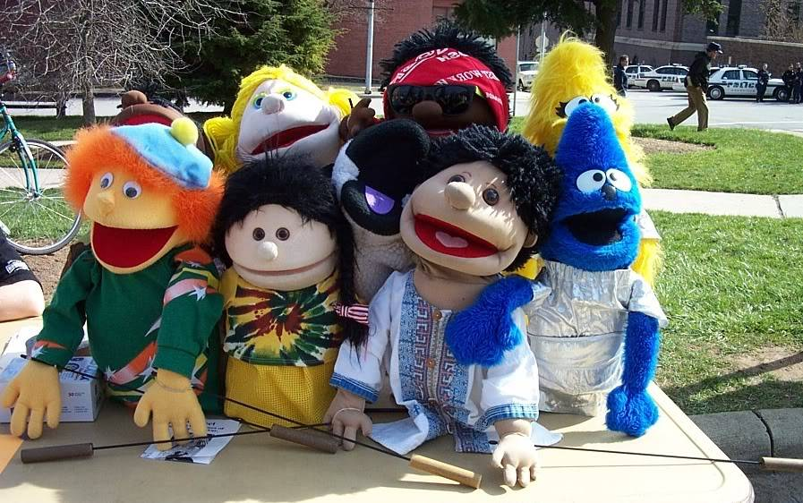 modern chat outing Puppets