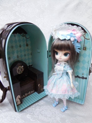 Angelic Pretty Chess Chocolate Mint doll case from Groove USA review AngelicPrettycase10