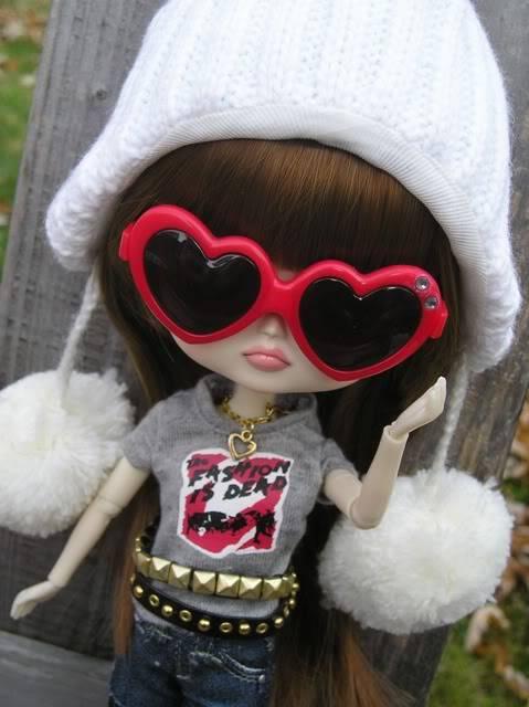 Chibi Risa D-118 November 2010 Risasm11