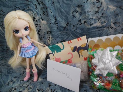 Hilarity's Tea Party themed gift from Owari and kyubi09  Hilarity2